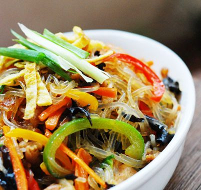 Japchae – Korean Glass Noodles With Stir-Fry Vegetables & Meat