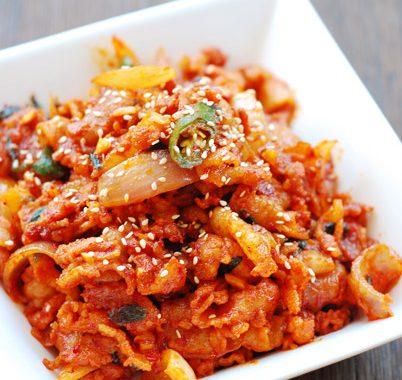 Jeyuk Bokkeum (Dwaejigogi Bokkeum) – Korean Stir-Fry Spicy Pork